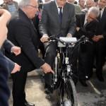 Stéphane Le Foll, ministre de l'agriculture sur le vélo H2 de Trifyl / © Trifyl