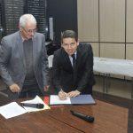 Christian Galzin et Christophe Ramond lors de la signature de la convention / © Département du Tarn