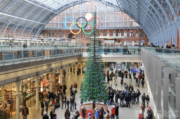 Un sapin de Noël en Lego de 10 mètres de haut / © The Verge