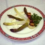 Duo d'asperges sauce mousseline / © CGPF