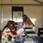 Atelier calligraphie, Salon du Livre de Gaillac / © François darnez - Les petits lézards