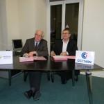 Signature d'un contrat d'apport en faveur d'Initiatives Tarnaises - Didier Houles, Président d'Initiatives Tarnaises et Michel Bossi, Président de la CCI du Tarn / © CCI du Tarn