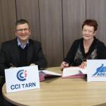 Michel Bossi (Président CCI Tarn) et Claudie Bonnet (Présidente ADEFPAT) lors de la signature de la Convention de partenariat en faveur des entreprises rurales/ © CCI du Tarn