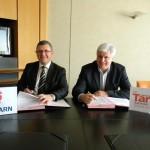 Signature d'une convention entre la CCI et le CDT - Michel Bossi, Président de la CCI du Tarn et Jean-Marie Fabre, Président du CDT / © CCI du Tarn