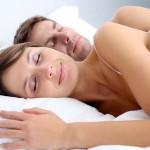 Positivons ! Le bonheur dans un couple s'observe à sa manière de dormir / © goodluz - Fotolia