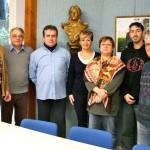 De gauche à droite, Olivier Damez, maire ; François Attali, conseiller municipal en charge du recensement et les cinq agents recenseurs / © Mairie de Couffouleux