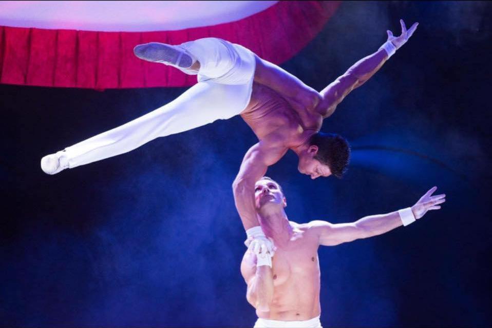 Main à Main, Omar et Johnny marton / © Cirque Amar